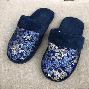 Shoes - Like New dragon print silk cozy slippers - navy